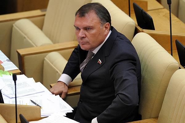 Депутат Госудуры  Ремезков, автор Закона Димы Яковлева,своих детишек рассовал по заграницам